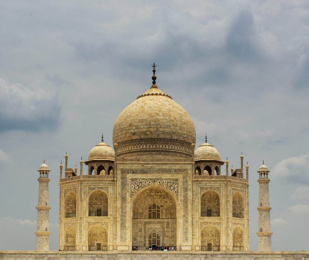 Il Taj Mahal si trova in India